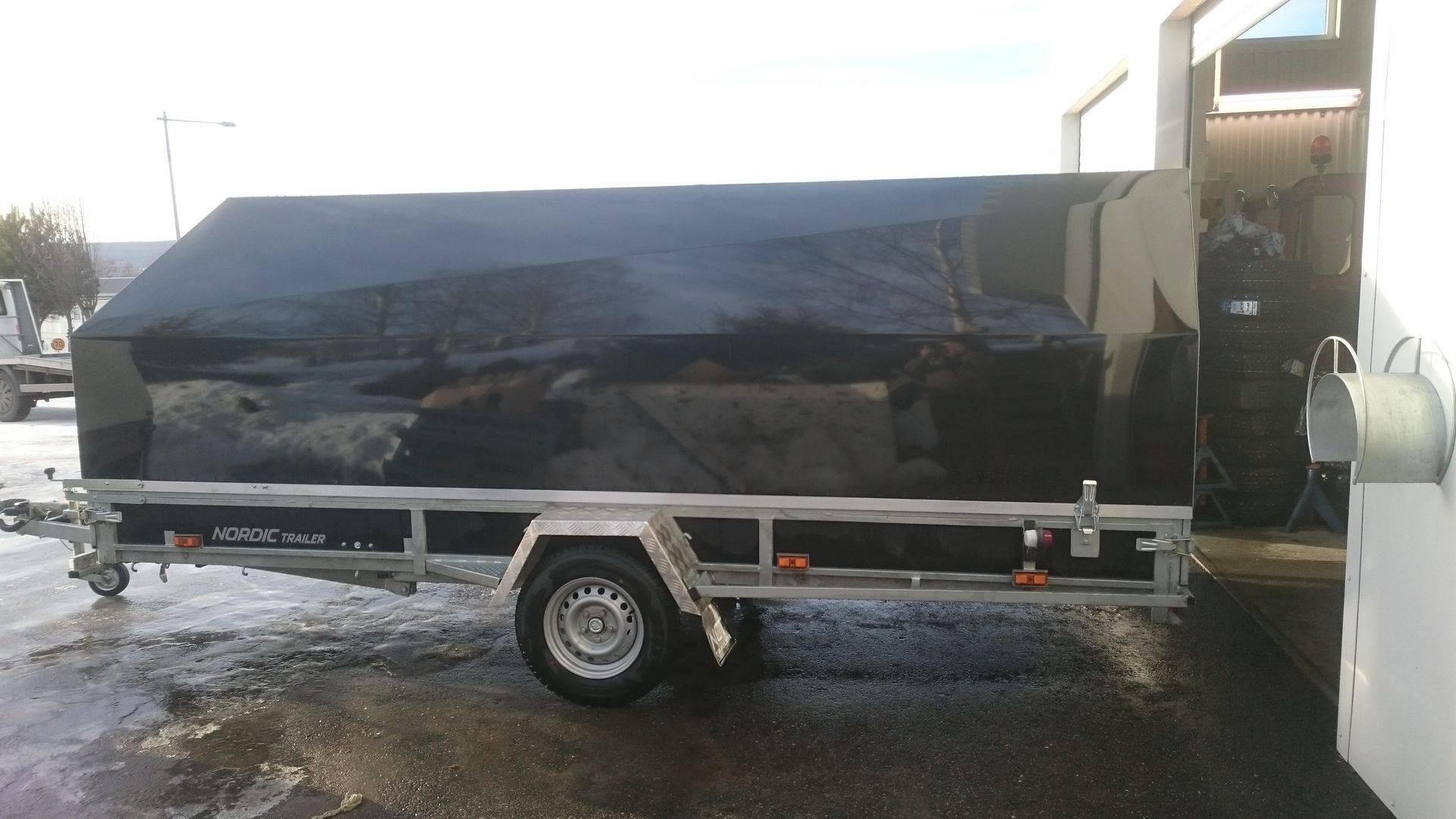 Med bil på trailer genom Europa
